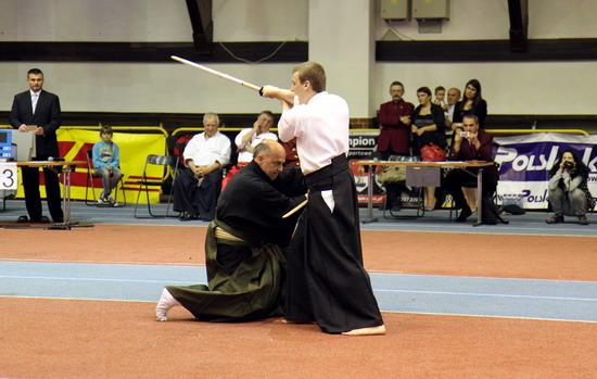 pokaz szermierki samurajskiej kumitachi